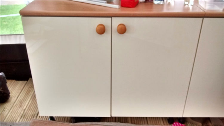 4 kitchen base units and doors for sale